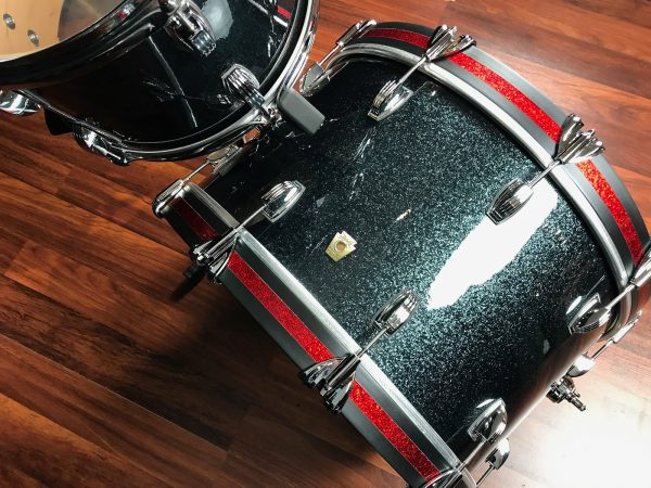Ludwig classic maple stingray ii black sparkle bass
